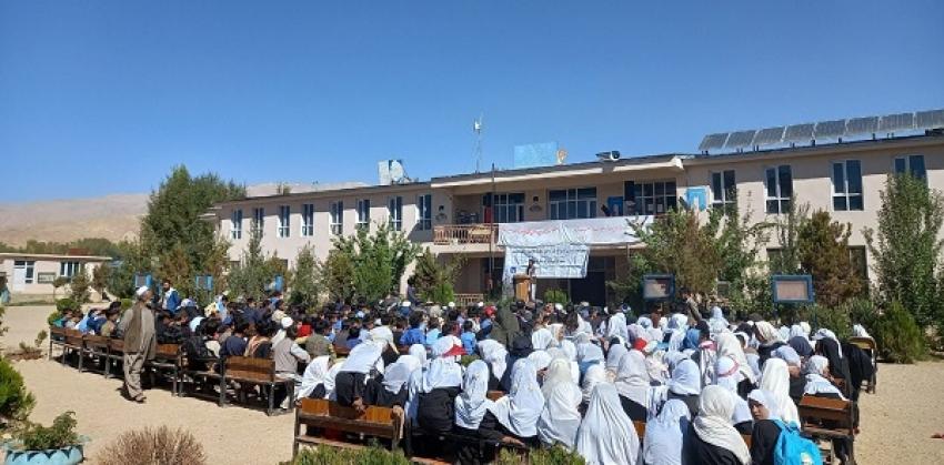 تجلیل از روز معلم در بامیان؛ معلمین سه ماه معاش دریافت نکردهاند